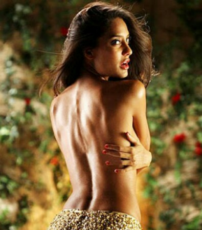 Lisa Haydon (Rascals), Bollywood topless scene, hot bollywood scenes