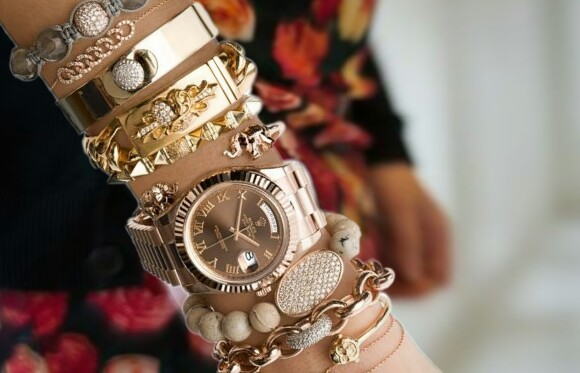 Fashion Wrist Wear, list of fashion wrist wear for girls, girls wrist fashion, fashion accessories for girls' wrist