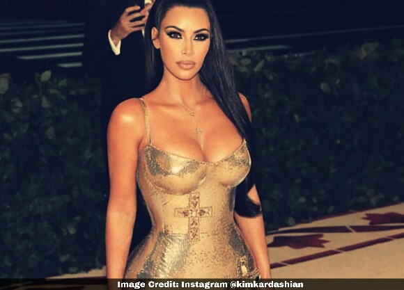 Kim Kardasian - Cleavage Outfit, cleavage showing outfits, cleavage fashion outfits, cleavage show