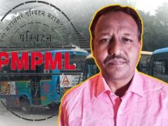 PMPML Bus Conductor returns smartphone to the commuter who left it behind