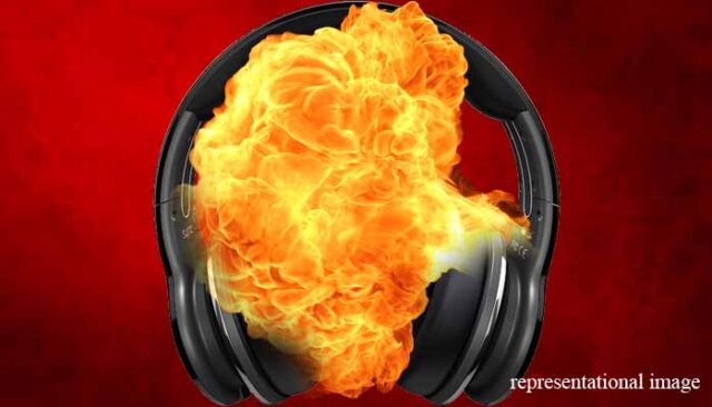 Bluetooth headphone explodes youth dies, youth in jaipur dies due to bluetooth headphone explosion
