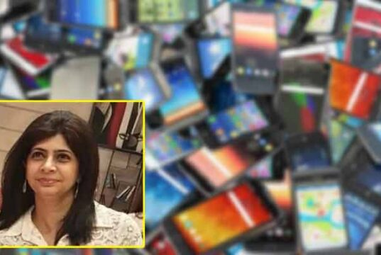 Barti Kalra gets felicitated for arranges 321 smartphones for students during covid pandemic, Bharti Kalra, Delhi teacher arranges 321 smartphones for online classes, delhi teachers day